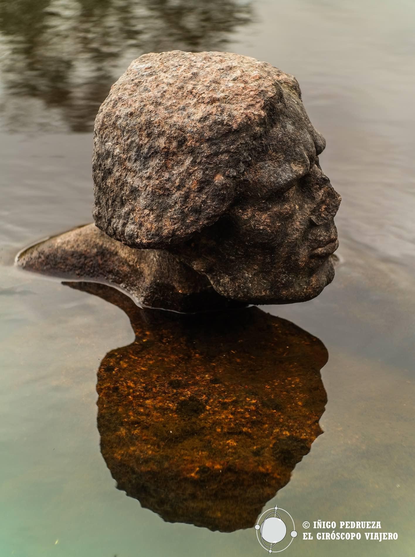 Esculturas en mitad de la naturaleza.©Iñigo Pedrueza.